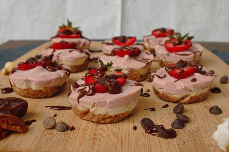 Vegan No Bake Chocolate-Strawberry Cheesecake