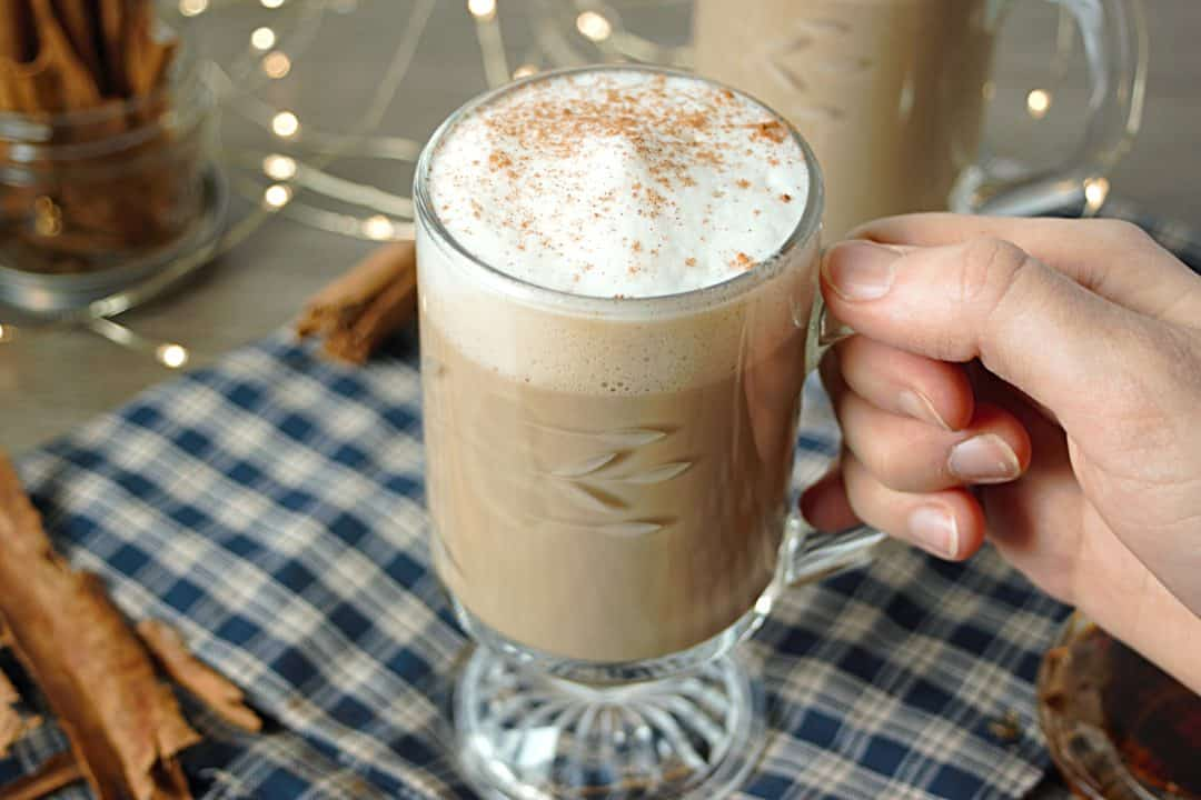 cinnamon-latte-hand