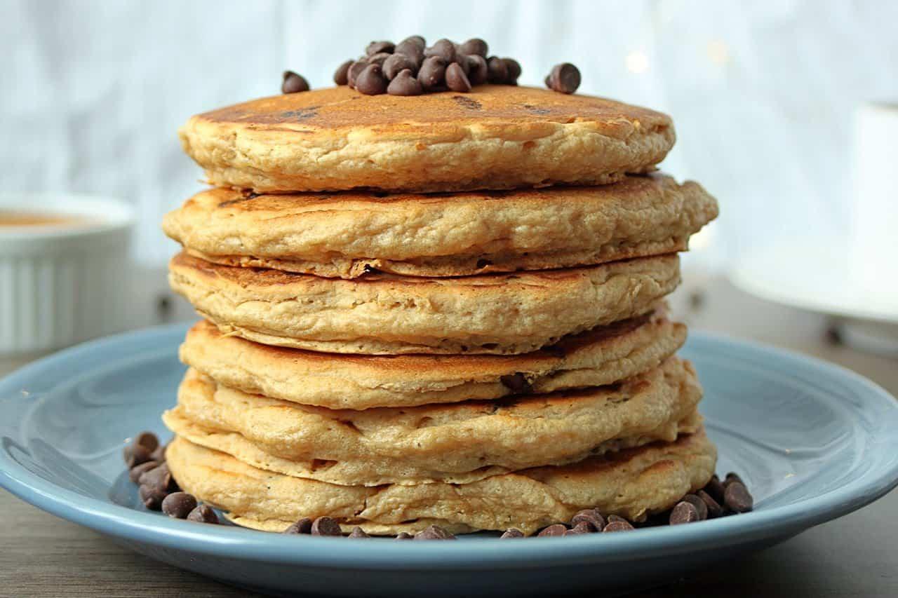 vegan-chocolate-chip-pancakes